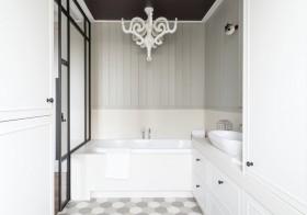 Sypialnia połączona z łazienką